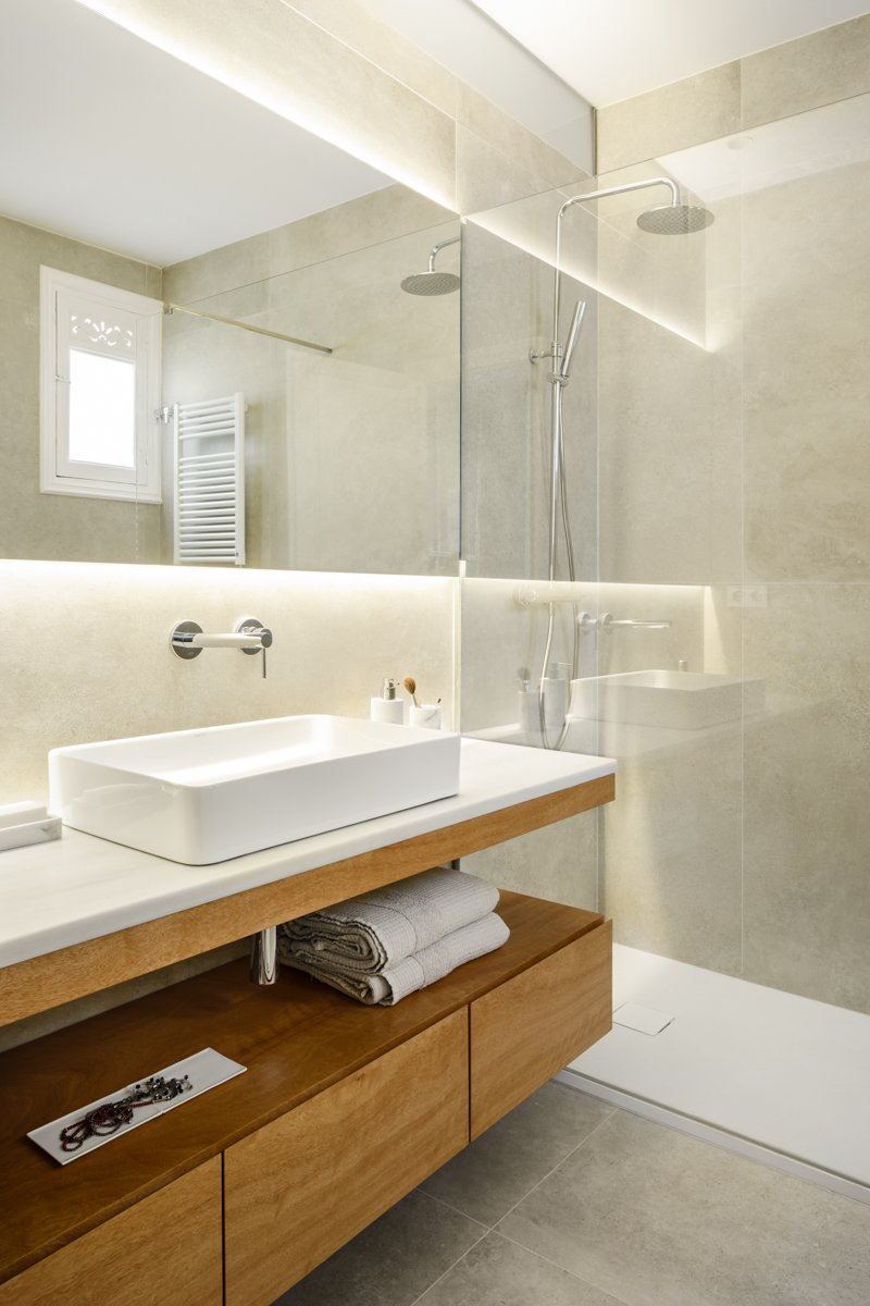 Bath, Table, Ceramic Tile, Vessel, Ceiling, Wall, Marble, Full, Enclosed, and Ceramic Tile  Best Bath Enclosed Full Marble Photos from Consell de Cent St, Eixample District
