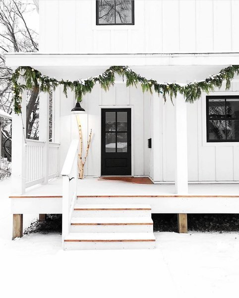 Modern outdoor Christmas decorations add a hint of the holidays without being boastful and overdone. Here, just a touch of greenery is all that's needed to create this understated yet unforgettable scene.