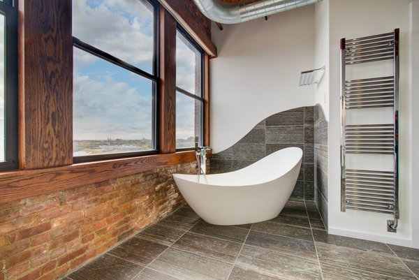 Bath Room, Soaking Tub, and Freestanding Tub  Penthouse That Starred on NBC's 'Chicago Fire' Asks $1.775M