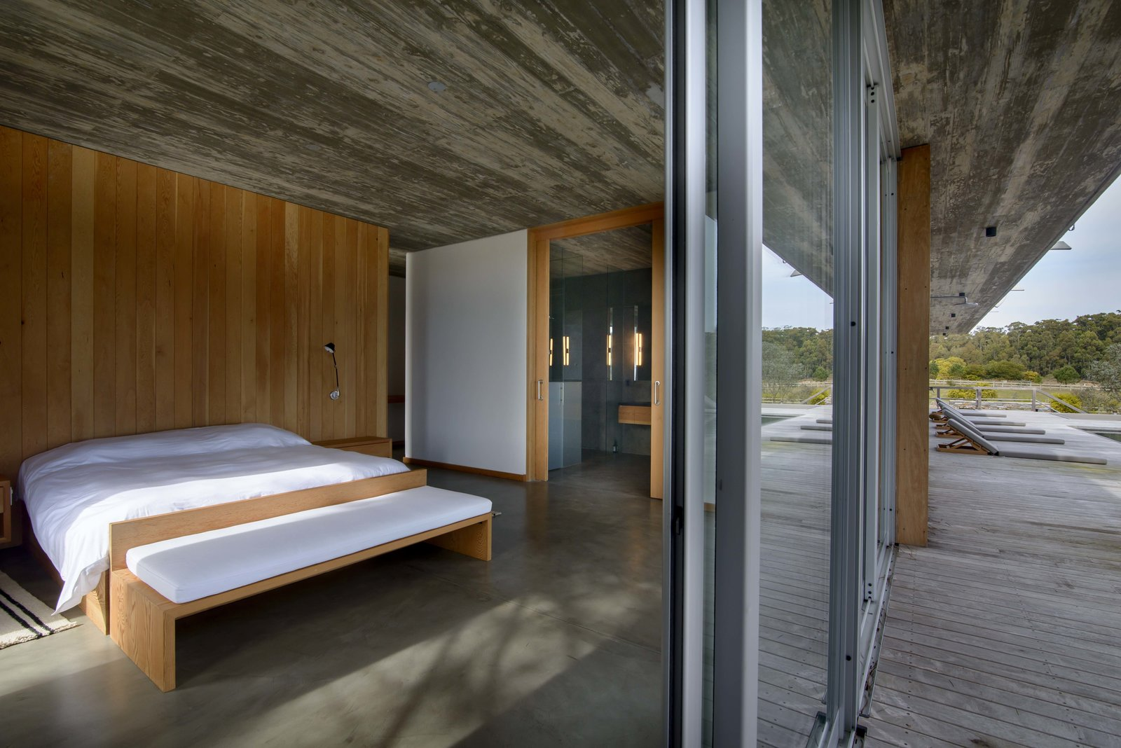 Bedroom, Bed, Wall Lighting, Ceiling Lighting, and Bench  Rückenwind