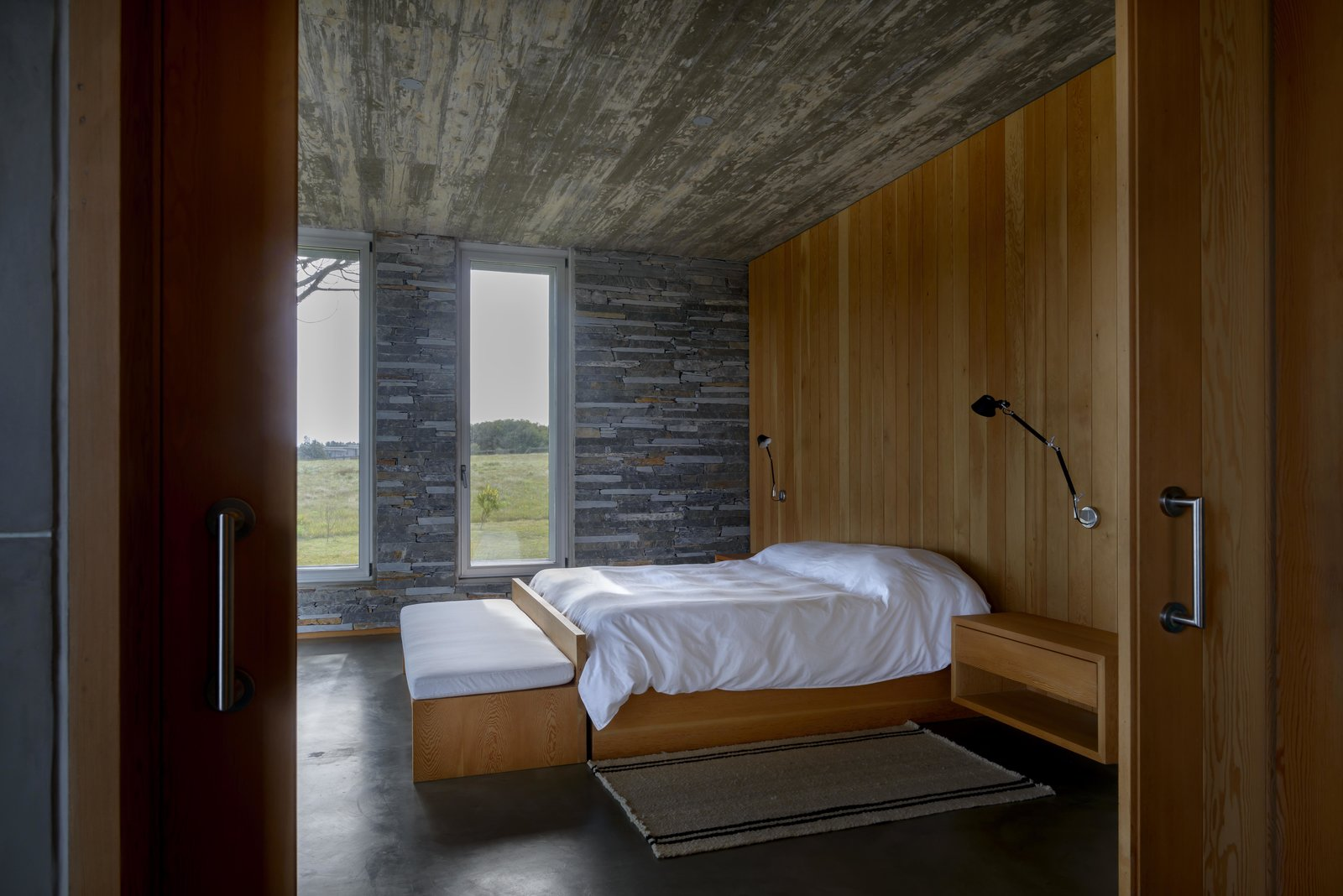 Bedroom, Night Stands, Bench, Ceiling Lighting, Bed, and Wall Lighting  Rückenwind