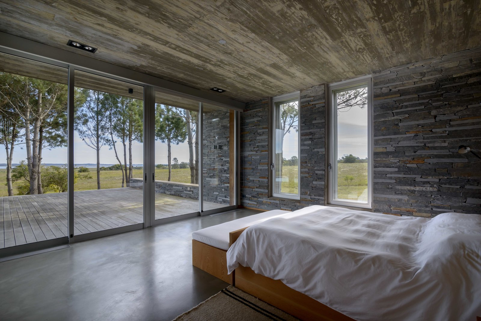 Bedroom, Ceiling Lighting, Night Stands, Bed, and Bench  Rückenwind
