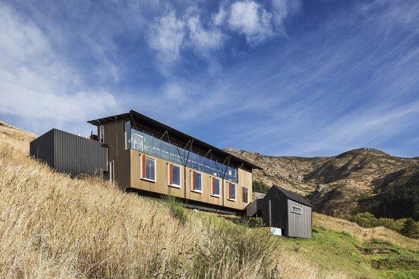 This Coastal New Zealand Retreat Mixes Business and Pleasure