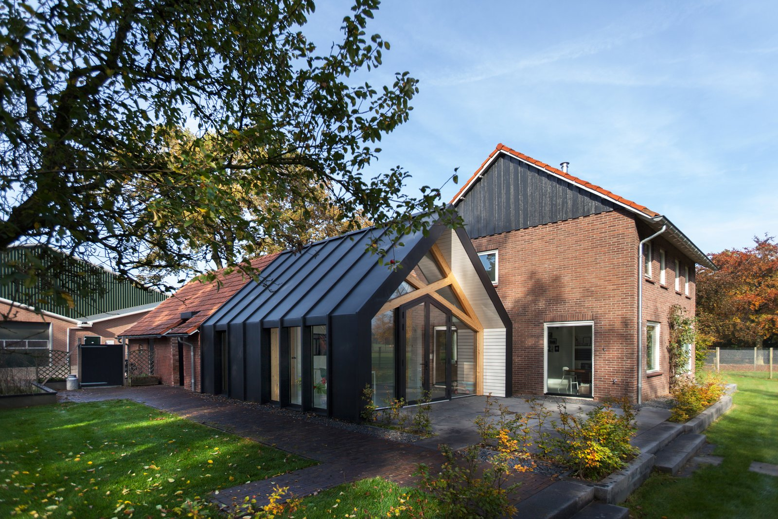 Exterior, Metal Roof Material, Gable RoofLine, and House Building Type  Barn Living