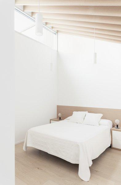 558 Bedroom Light Hardwood Floors Design Photos And Ideas