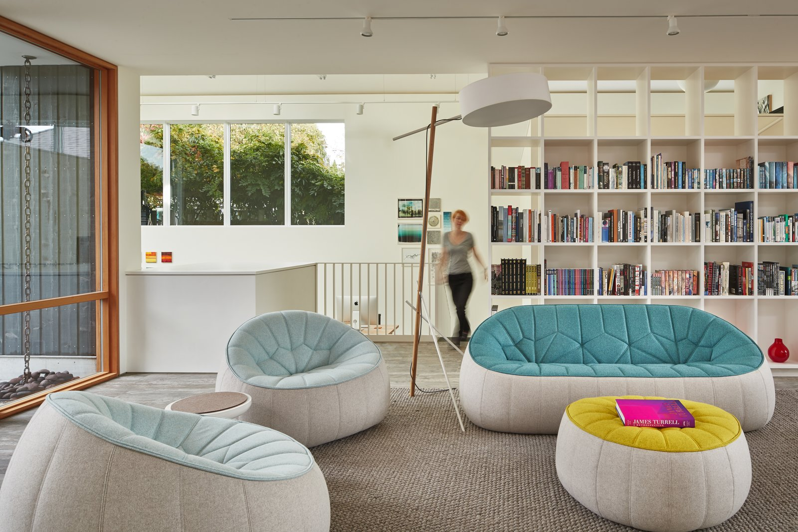 Artist Residence by Heliotrope Architects living room