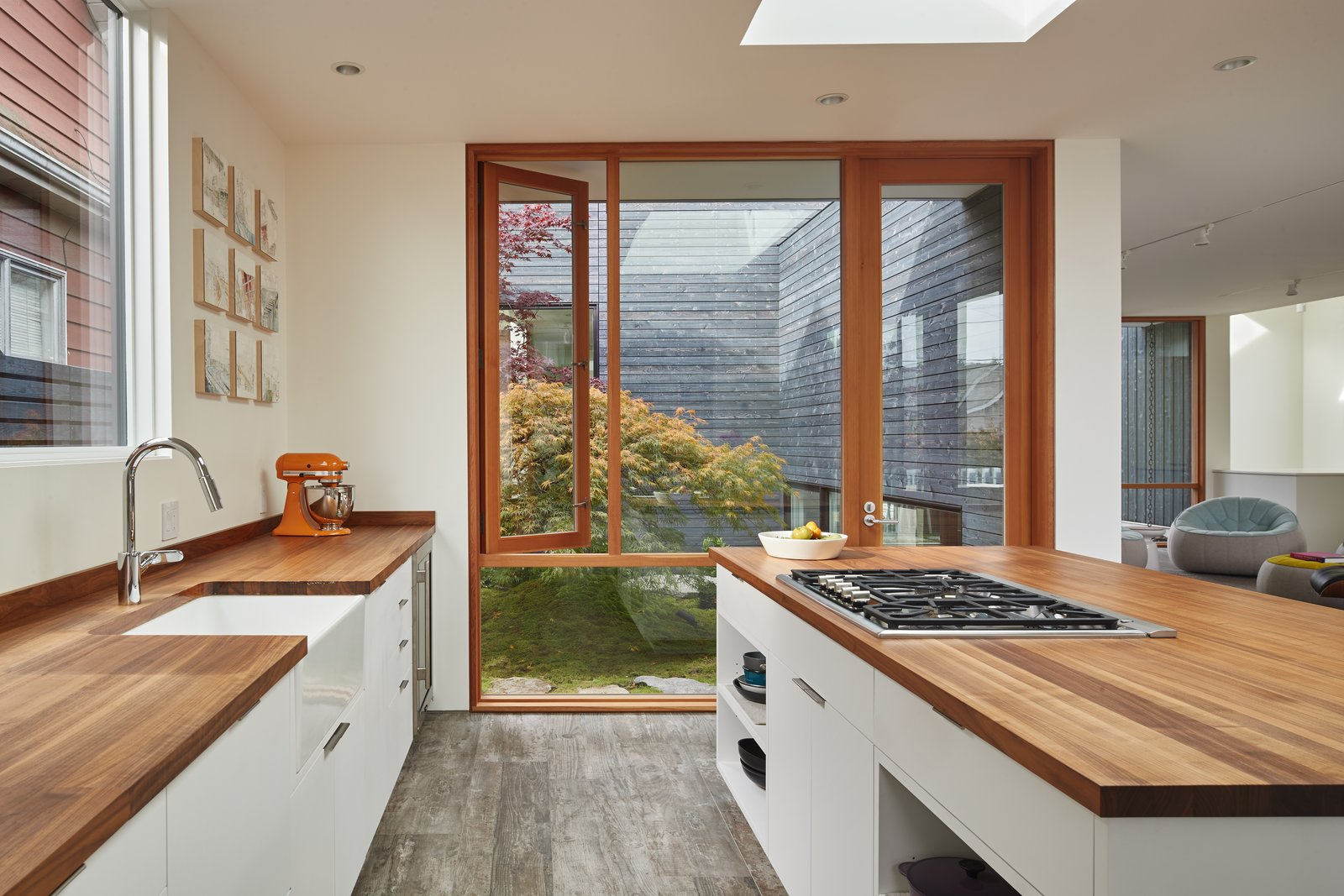 Artist Residence by Heliotrope Architects kitchen