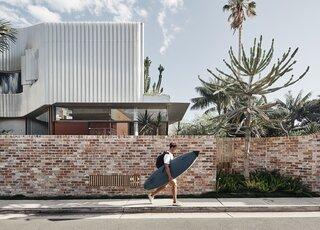 A Raw Yet Refined Bondi Beach Home Opens Up to the Neighborhood