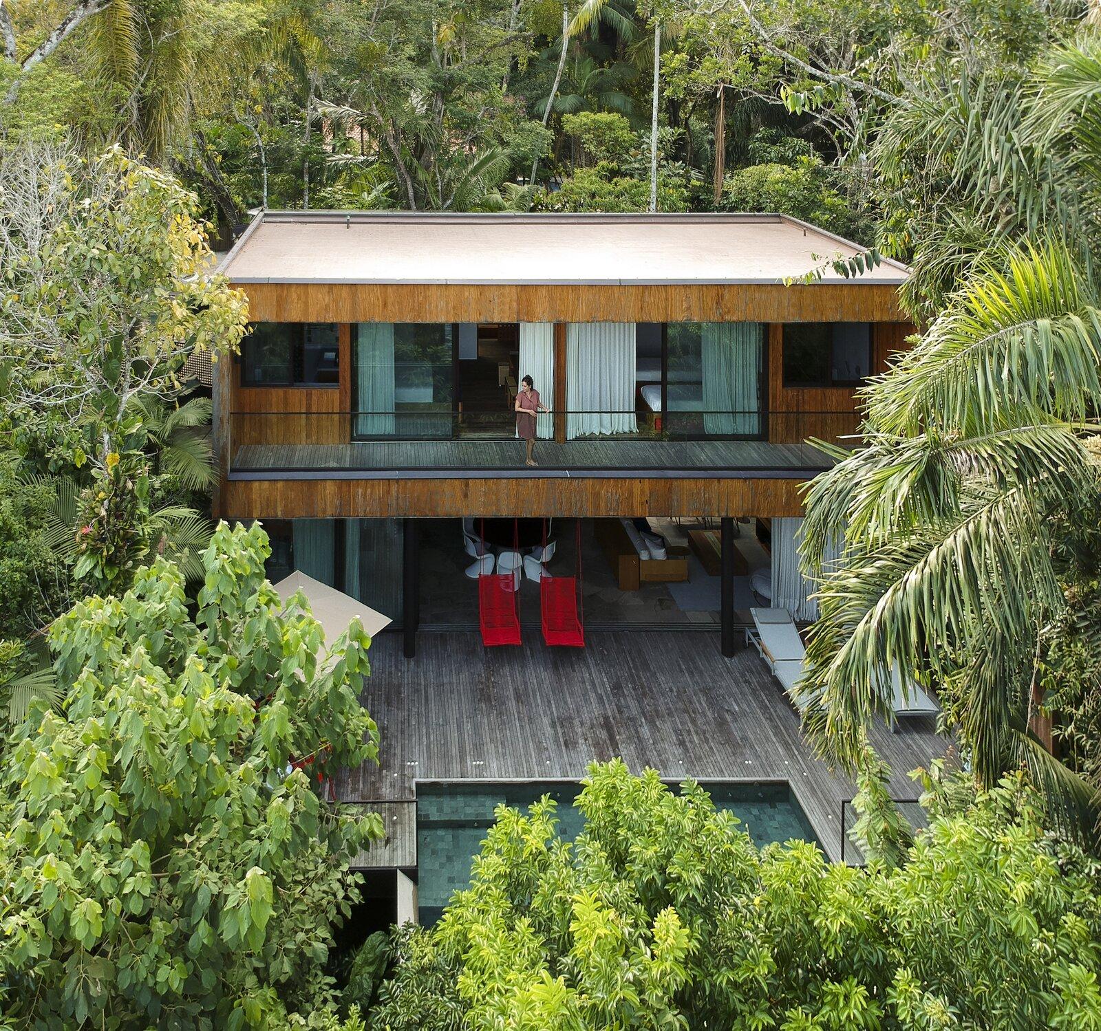 Exterior of Casa Iporanga by Daniel Fromer.