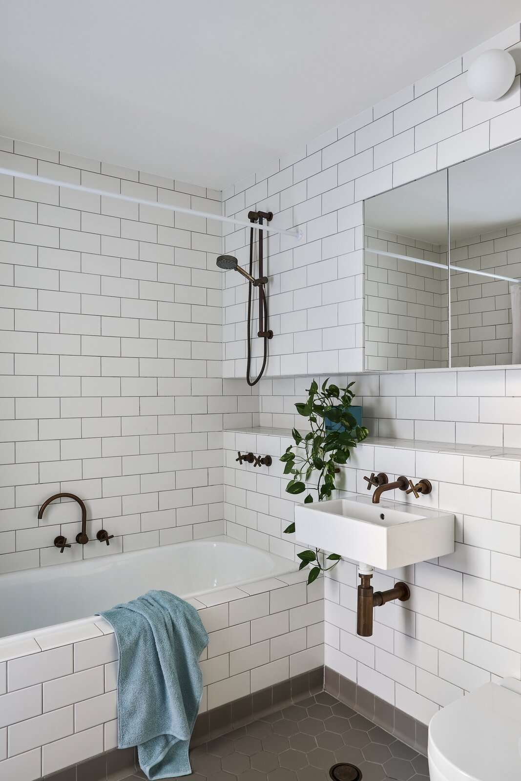 Bathroom of Paddington Courtyard House by Arcke.