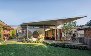 20 Eye-Catching Homes That Make Use of Circular Motifs