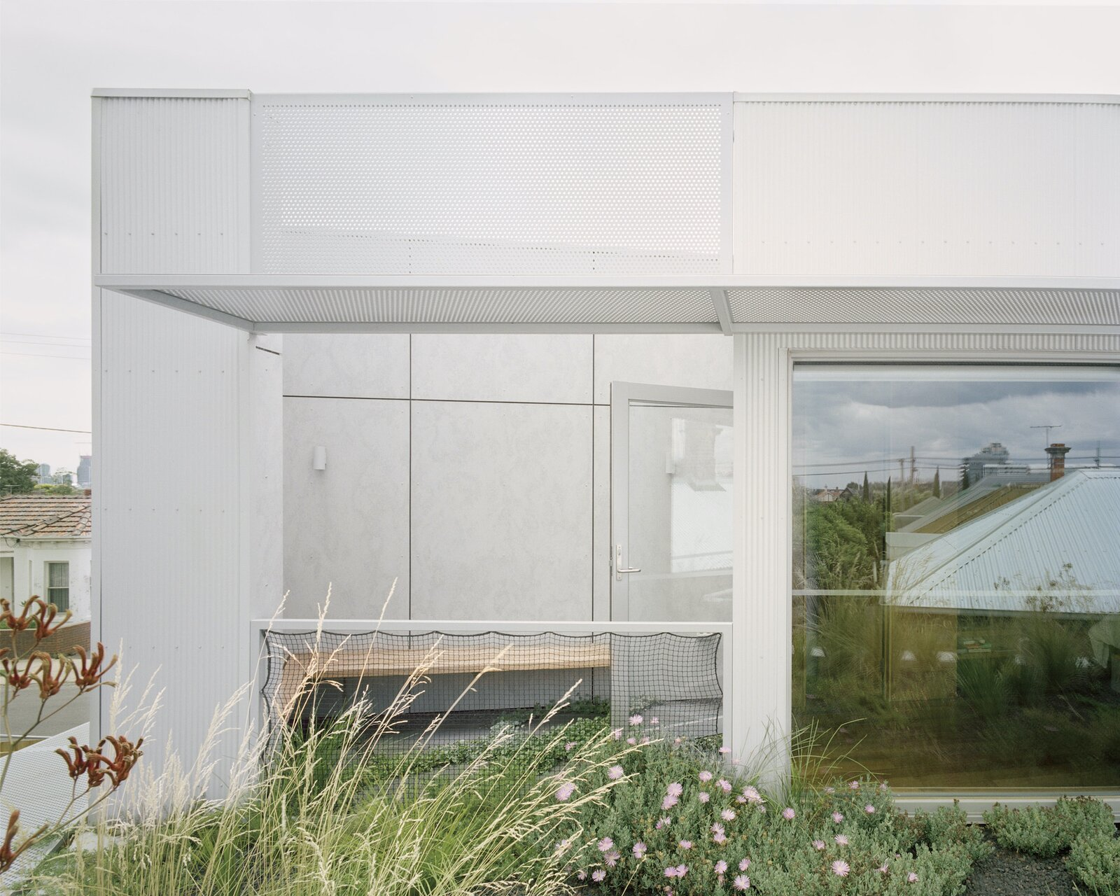 Green roof of Terrace House 1 by Dreamer