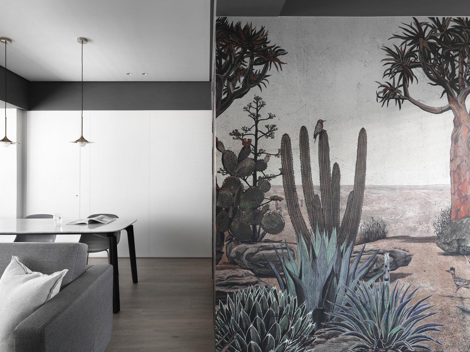 带起居室,椅子,硬木地板和天花板照明的现代住宅。 日常生活的隐形秩序照片