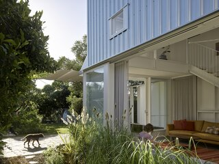 A Family's Queenslander Cottage Is Cracked Open With an Airy, Shed-Like Addition