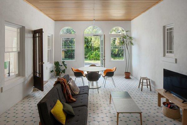 Best 60 Modern Living Room Ceramic Tile Floors Design Photos And Dwell