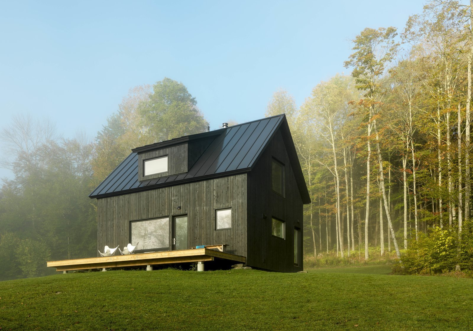 A Little Black Cabin Keeps Things Simple for a Family of Four in Vermont