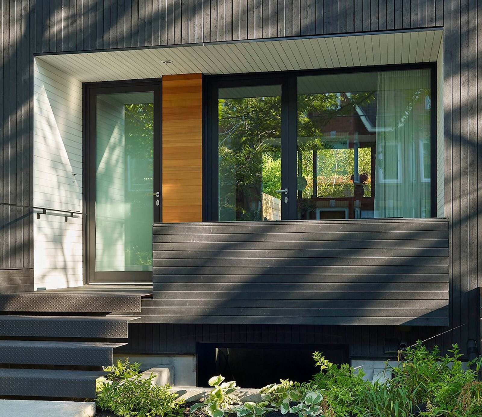 Exterior, House Building Type, and Wood Siding Material  Photo 13 of 16 in An Architect Couple Turn an Urban Eyesore Into a Home That's Both Peaceful and Playful