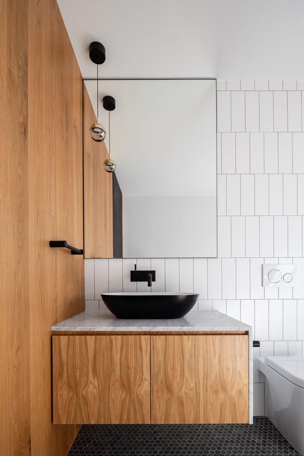 Danny's House Shaun Lockyer Architects bathroom