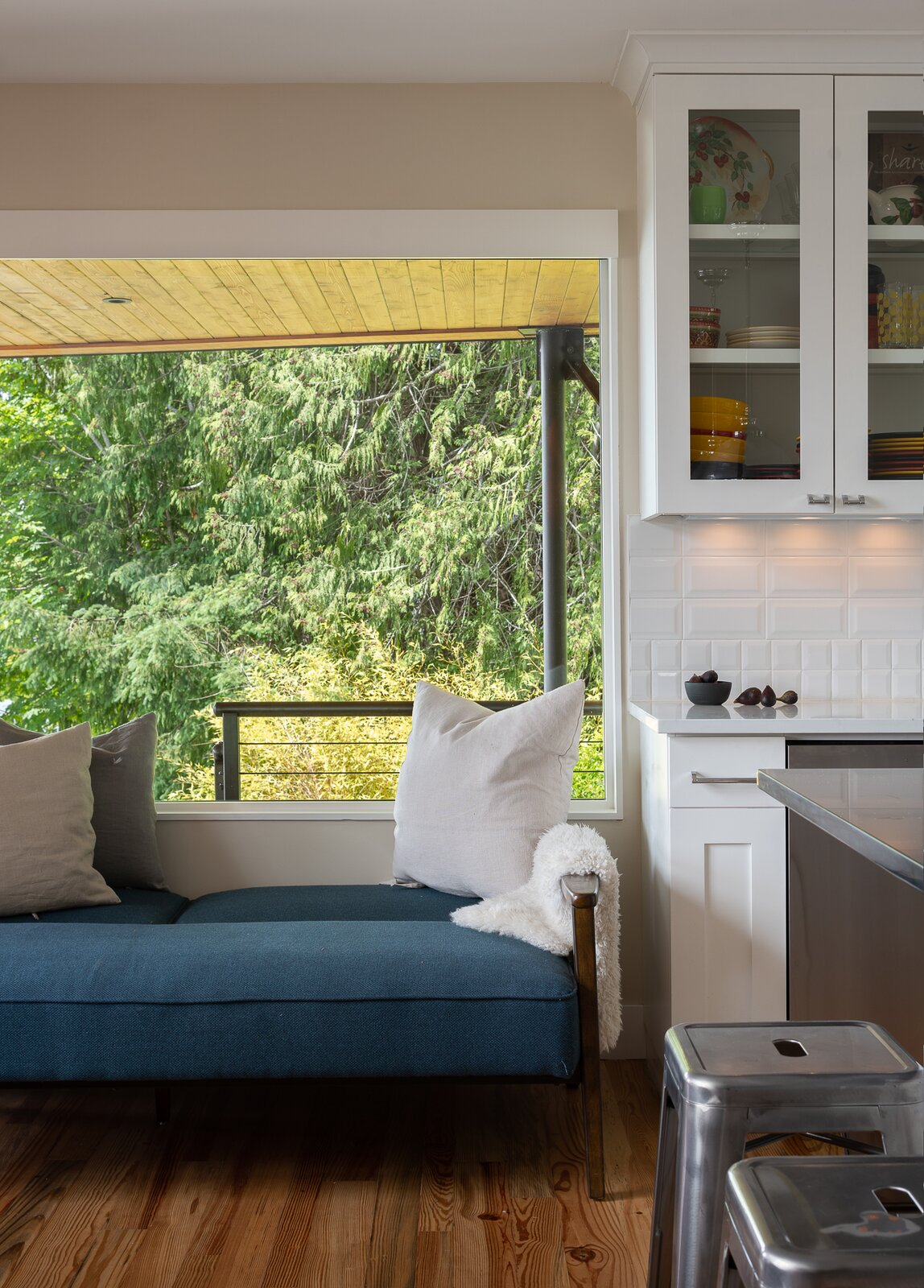 Living Room, Bench, and Medium Hardwood Floor  Photo 8 of 13 in A Waterfront Home in Washington Grows Two Hovering Wings
