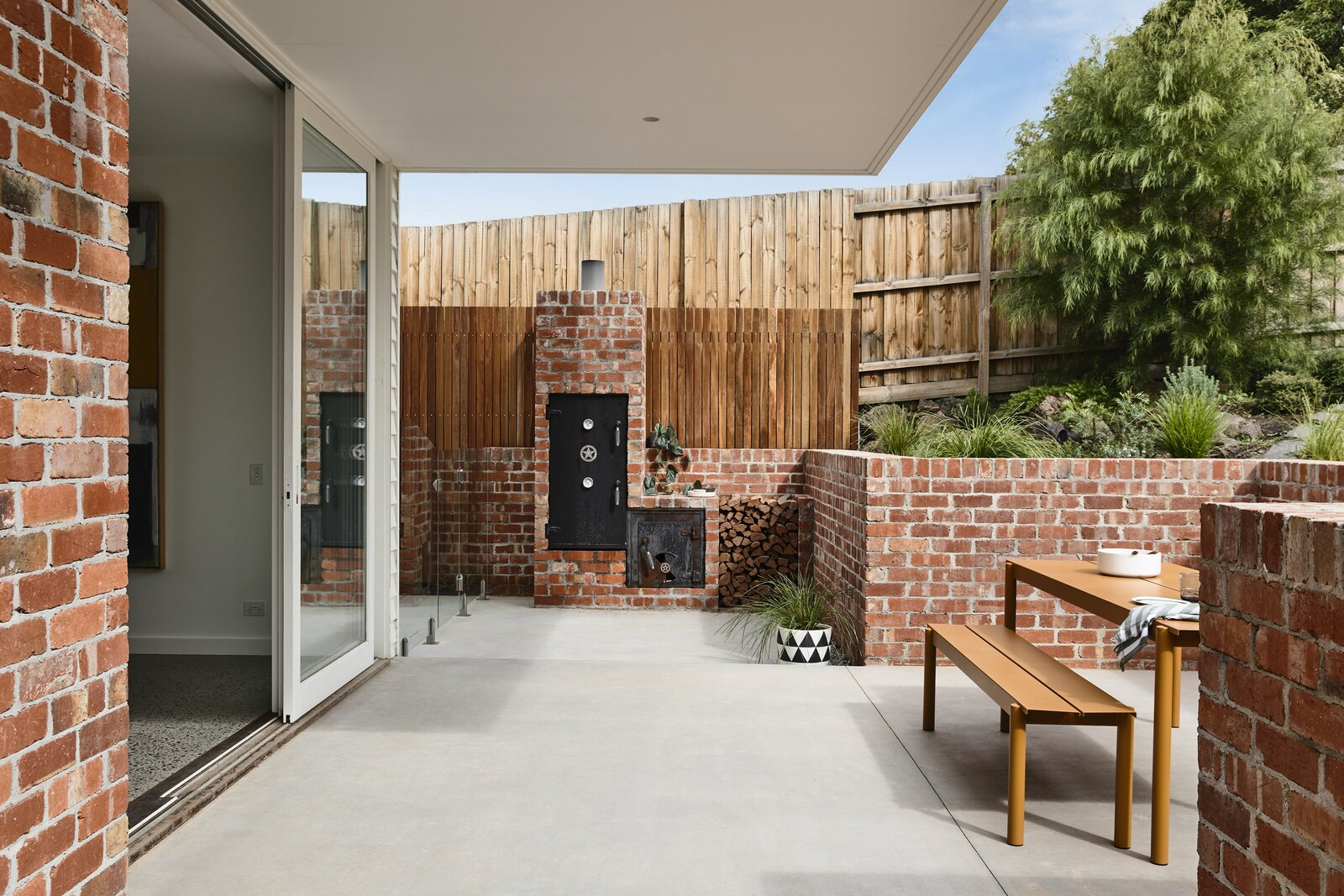 Photo 20 of 25 in This Melbourne Home Sits Pretty on a Slightly Sloped Site