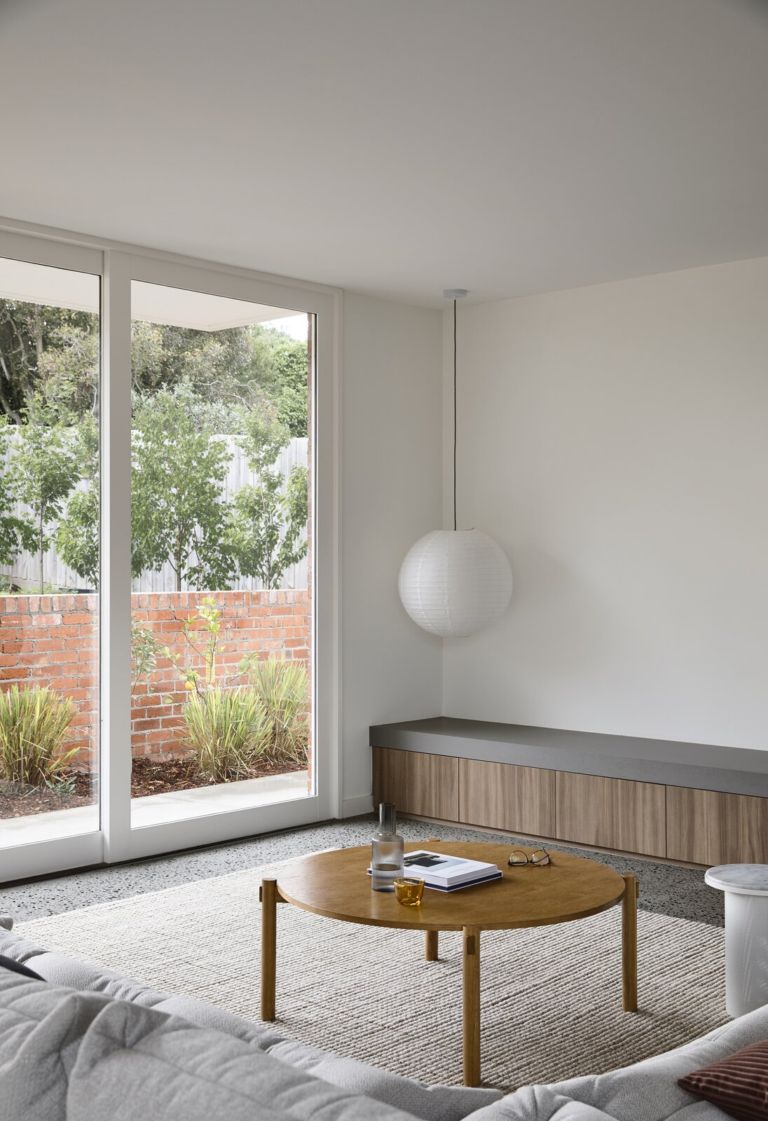 Photo 6 of 25 in This Melbourne Home Sits Pretty on a Slightly Sloped Site