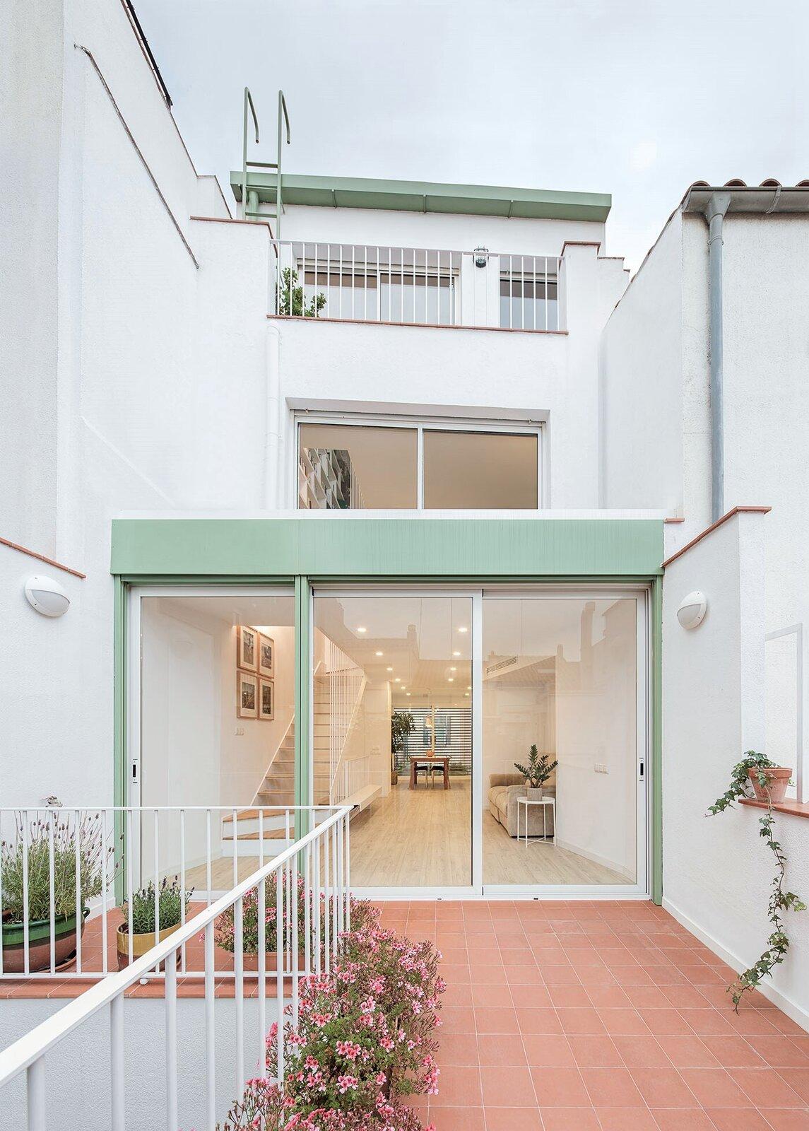 Integral Renovation by Enric Rojo Arquitectura terrace